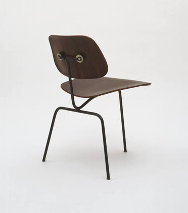 1944 Three Legged Chair De Charles Eames En El Moma MDBA