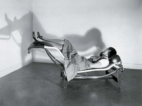 Charlotte perriand mdba for Chaise longue basculante