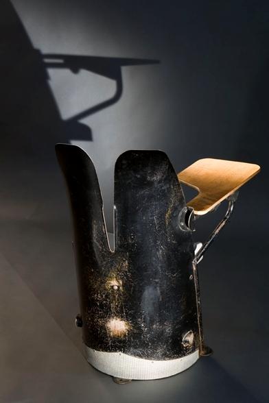 440-jean-prouve-fauteuil-d-amphitheatre02
