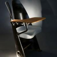 440b-jean-prouve-fauteuil-d-amphitheatre