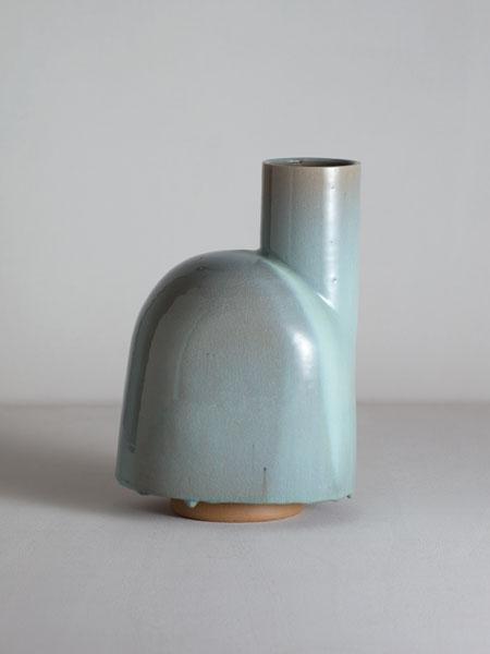 b1_mathiaskaiser_manufactured_ceramics_crafts_wayward_apron_vase