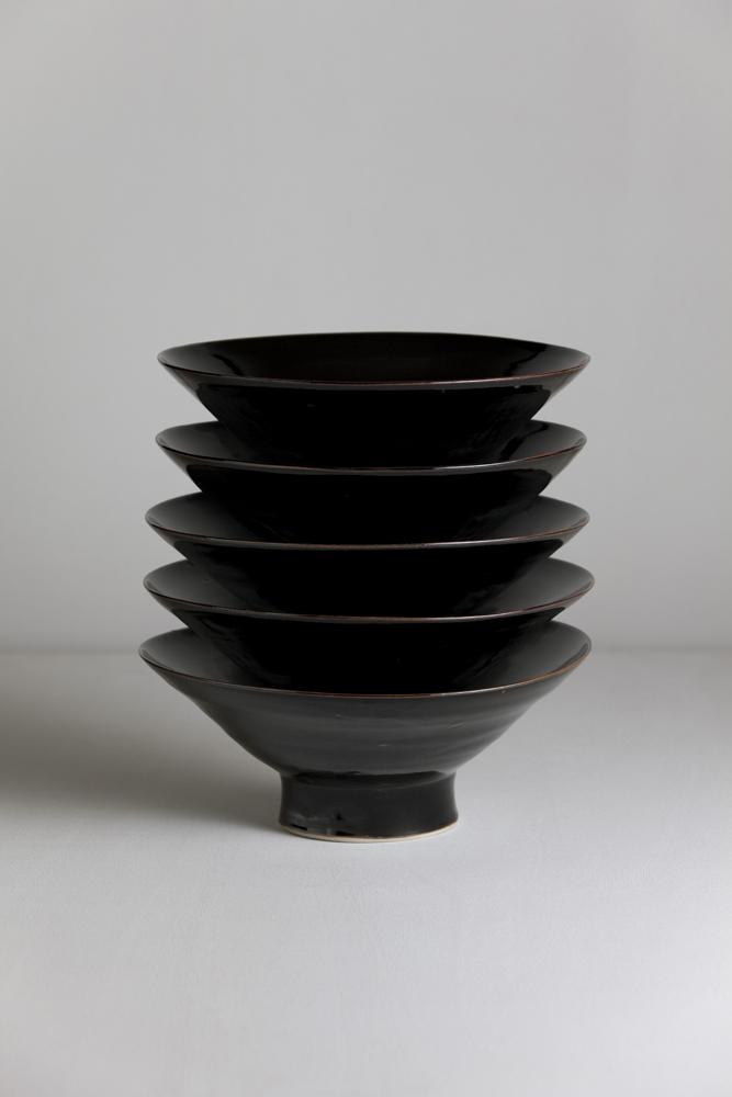 b4_mathiaskaiser_manufactured_ceramics_crafts_black_stack_vase