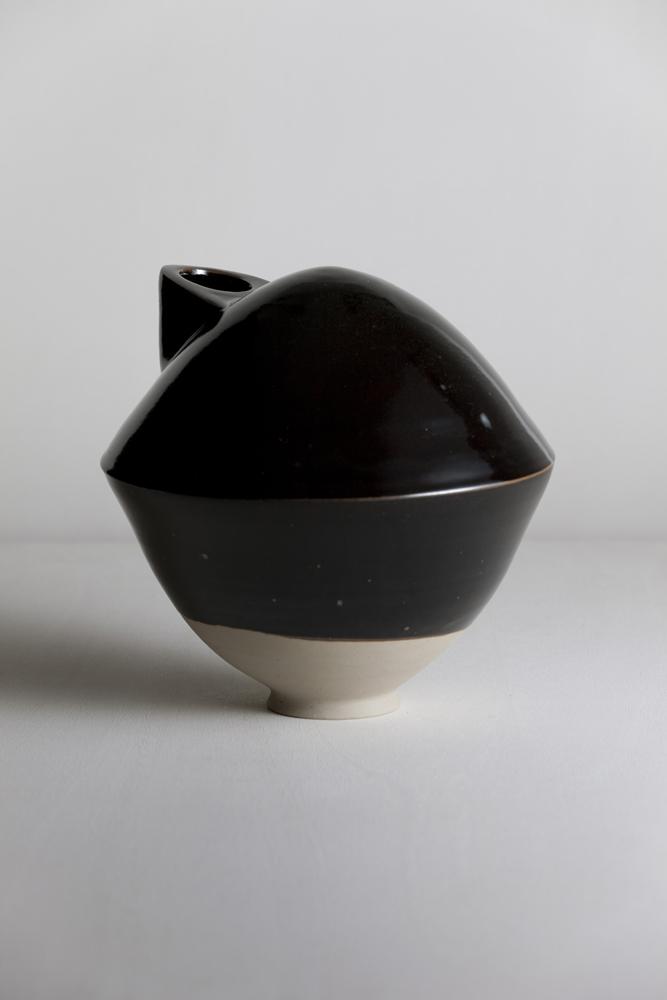 b5_mathiaskaiser_manufactured_ceramics_crafts_black_turtle_vase